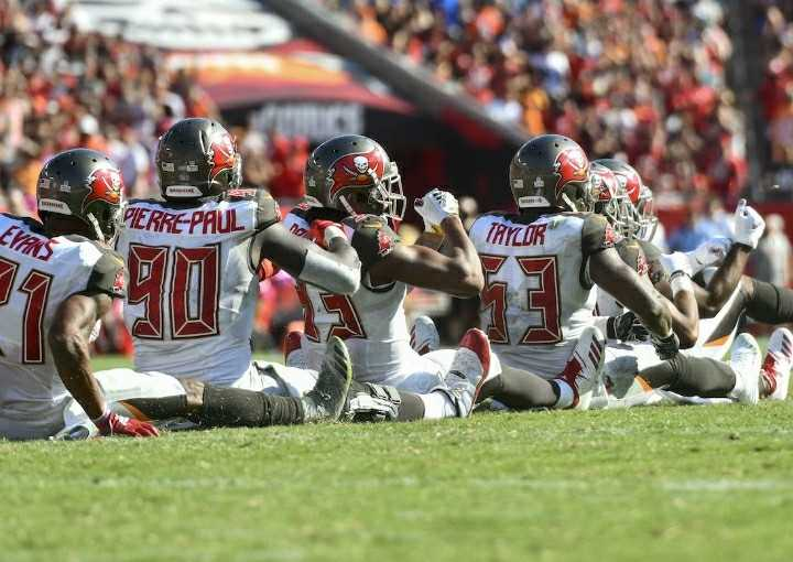 Bucs+defense+celebrates+crucial+fourth+down+stand+