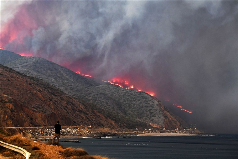 Malibu%E2%80%99s+coast+was+covered+in+smoke+and+many+houses+were+burned+down.