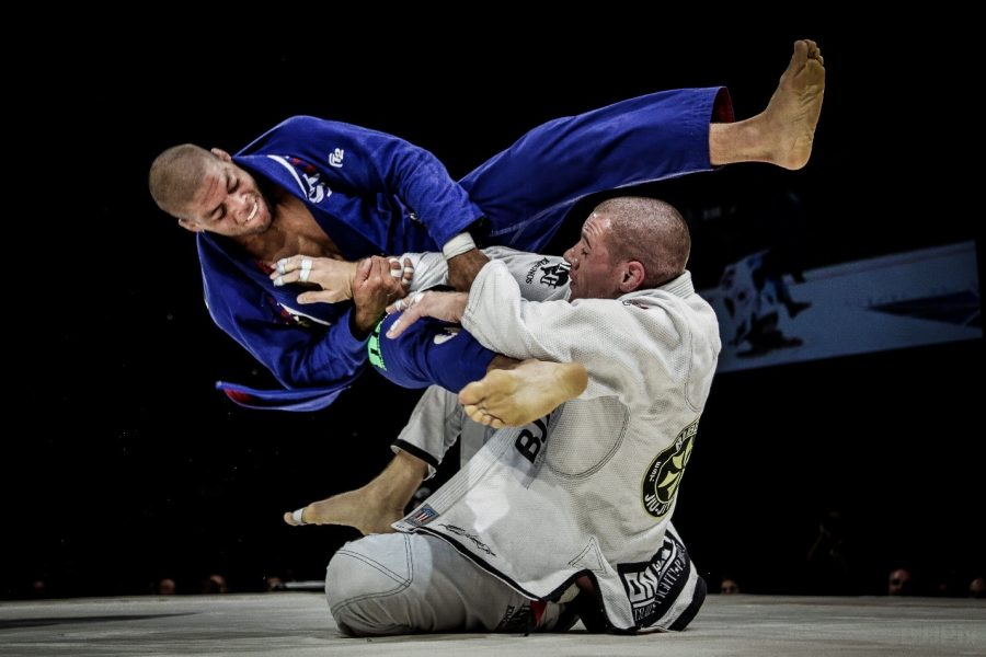 Two+advanced+fighters+go+head+to+head+in+a+traditional+BJJ+match.+
