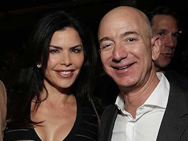 Ominous+photo+of+Bezos+and+mistress+Lauren+Sanchez