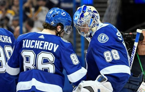 Lightning extend dominant lead on league