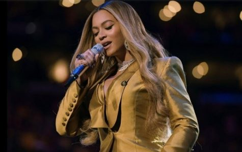 Beyoncé performing her hit song Halo in honor of Kobe and Gianna