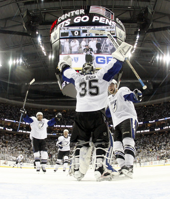 Dwayne Roloson's teammates congratulate him on a game seven shutout in Pittsburgh. Photo provided by bleacherreport.com