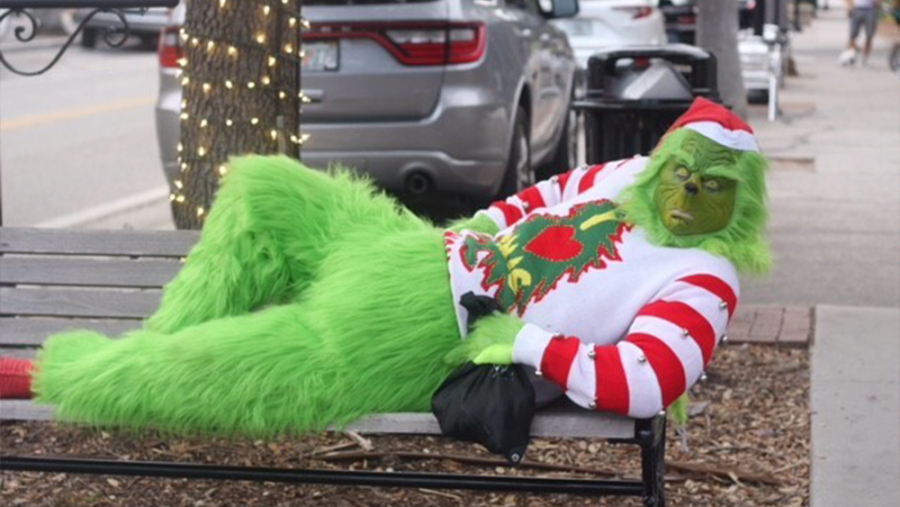 The+Grinch+enjoys+his+day+off+by+distributing+onions+to+fellow+shoppers+in+the+area.