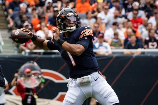 Bears rookie quarterback Justin Fields throwing a pass during a preseason game.