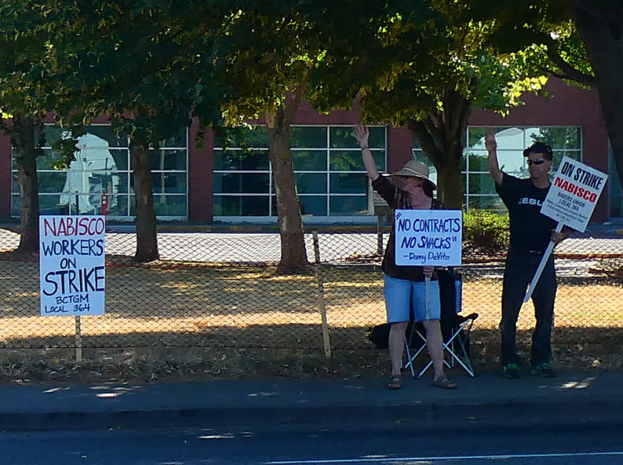 The first strikes in Portland included picketing just outside the processing facility. (Photo from Wikimedia.org)